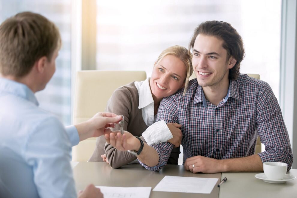 couple getting a mortgage